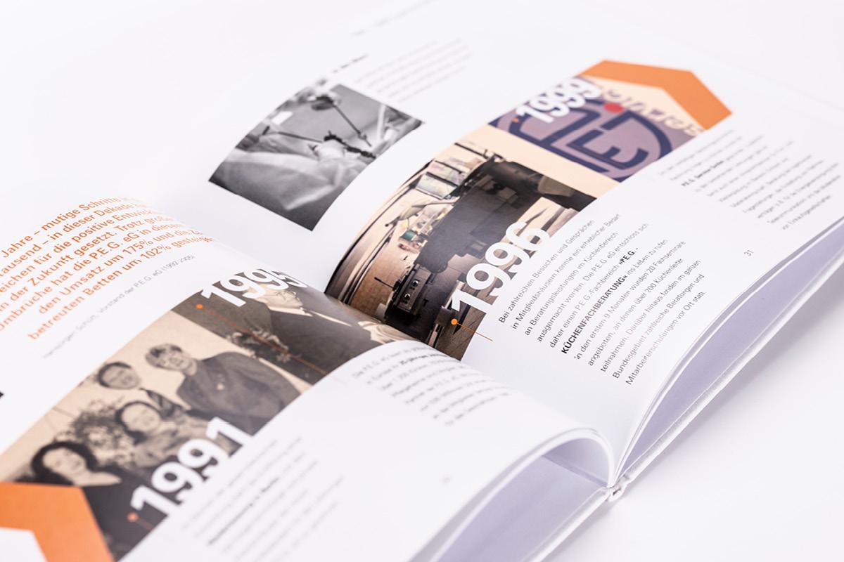 Gestaltung eines abwechslungsreichen Layouts für das Buch zum Jubiläum der PEG.
