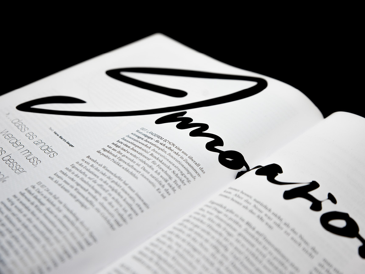 Detailaufnahme einer kalligrafisch gestalteten Überschrift für die Zeitschrift aviso.